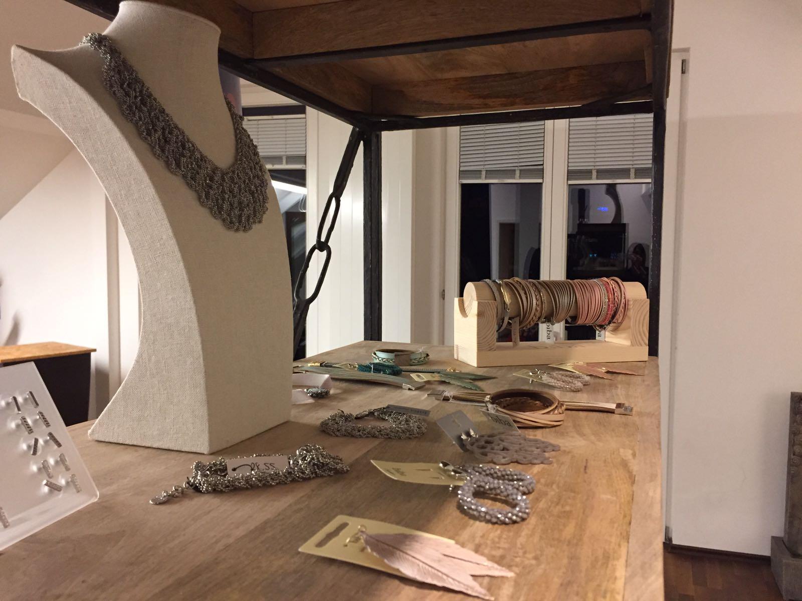 schmuckkollektion biba esilo hairlounge estilo hairlounge friseur in heilbronn. Black Bedroom Furniture Sets. Home Design Ideas